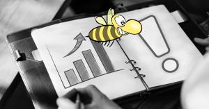 Wichtige Social Media KPIs, Diagramme auf Papier und Biene im Vordergrund