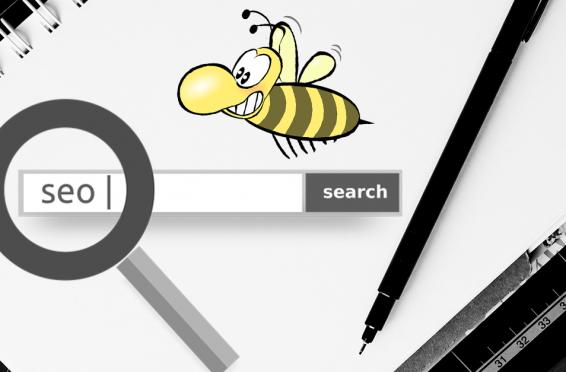 Lupe deutet auf ein Suchfeld mit dem Wort SEO, Biene im Vordergrund